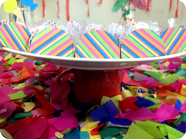 Decoração : Festa Carnaval - Mesa / Prato para Doces com Canecas Le Creuse