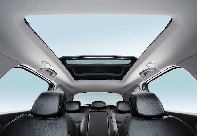 Cửa sổ trời toàn cảnh của Peugeot 3008 được rất nhiều khách hàng quan tâm
