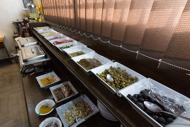 Desayuno en el hotel 7boys en Amman, Jordania