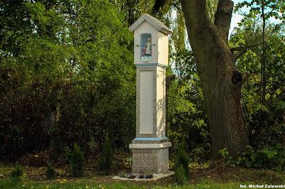 Wnękowa kapliczka, Rybnica koło Wocławia, klasycystyczna