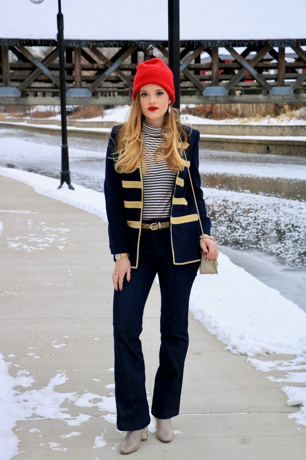 Nyc fashion blogger Kathleen Harper showing how to wear flare jeans