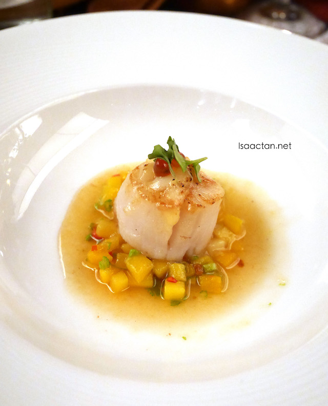 Gratinated Cheese Hokkaido Scallop, Red Prawn Oil with Coriander Mango Salsa