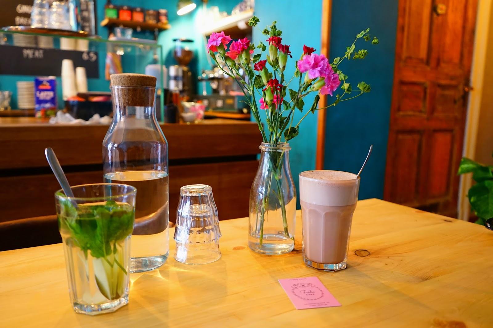 Le Chameau Bleu -  Petit Dejeuner Cafe