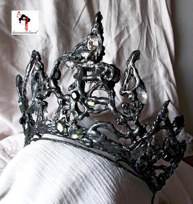 Corona inspirada en el cisne negro