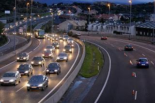 ¿Cuántos kilómetros anuales recorren de media los coches de más de 10 años?