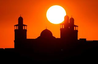 Khutbah Jumat: Kewajiban Orang kaya Raya Dalam Ajaran Islam