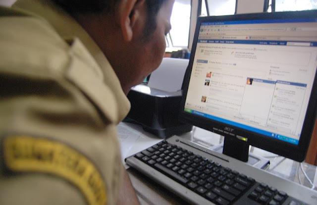"""Kenapa Beberapa Pejabat dan Mantan Pejabat Berhenti """"Facebookan"""". Apakah Gara-gara Ada KPK?"""