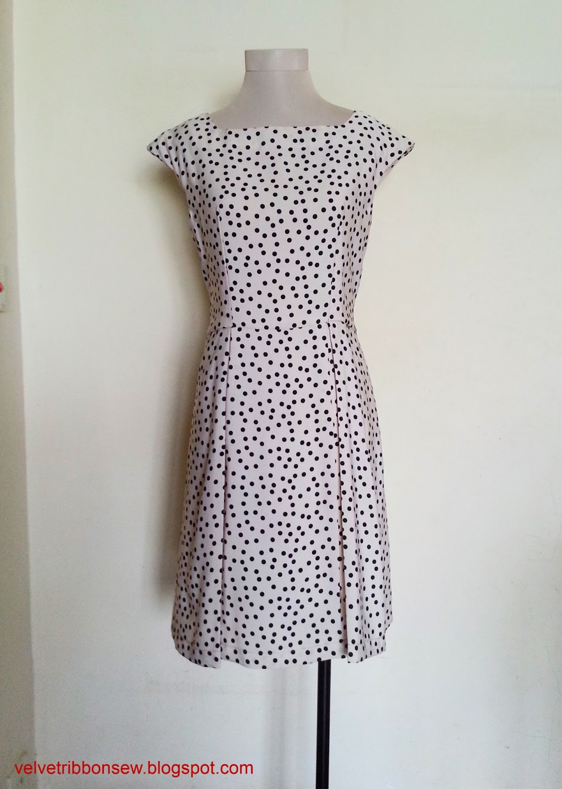 http://velvetribbonsew.blogspot.com/2013/07/sewing-vintage-modern-polka-dot-dress.html