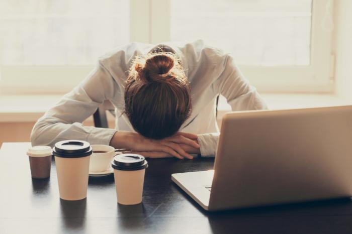 Jangan Ngantuk Terus di Kantor! Atasi Dengan 12 Tips Ini.