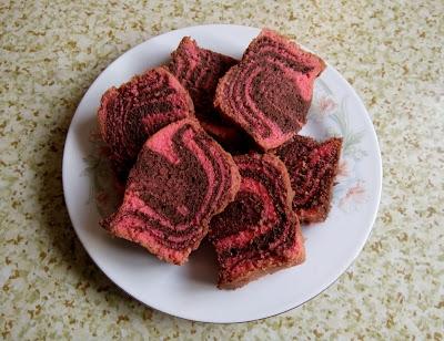 Kek Mentega Strawberi Coklat