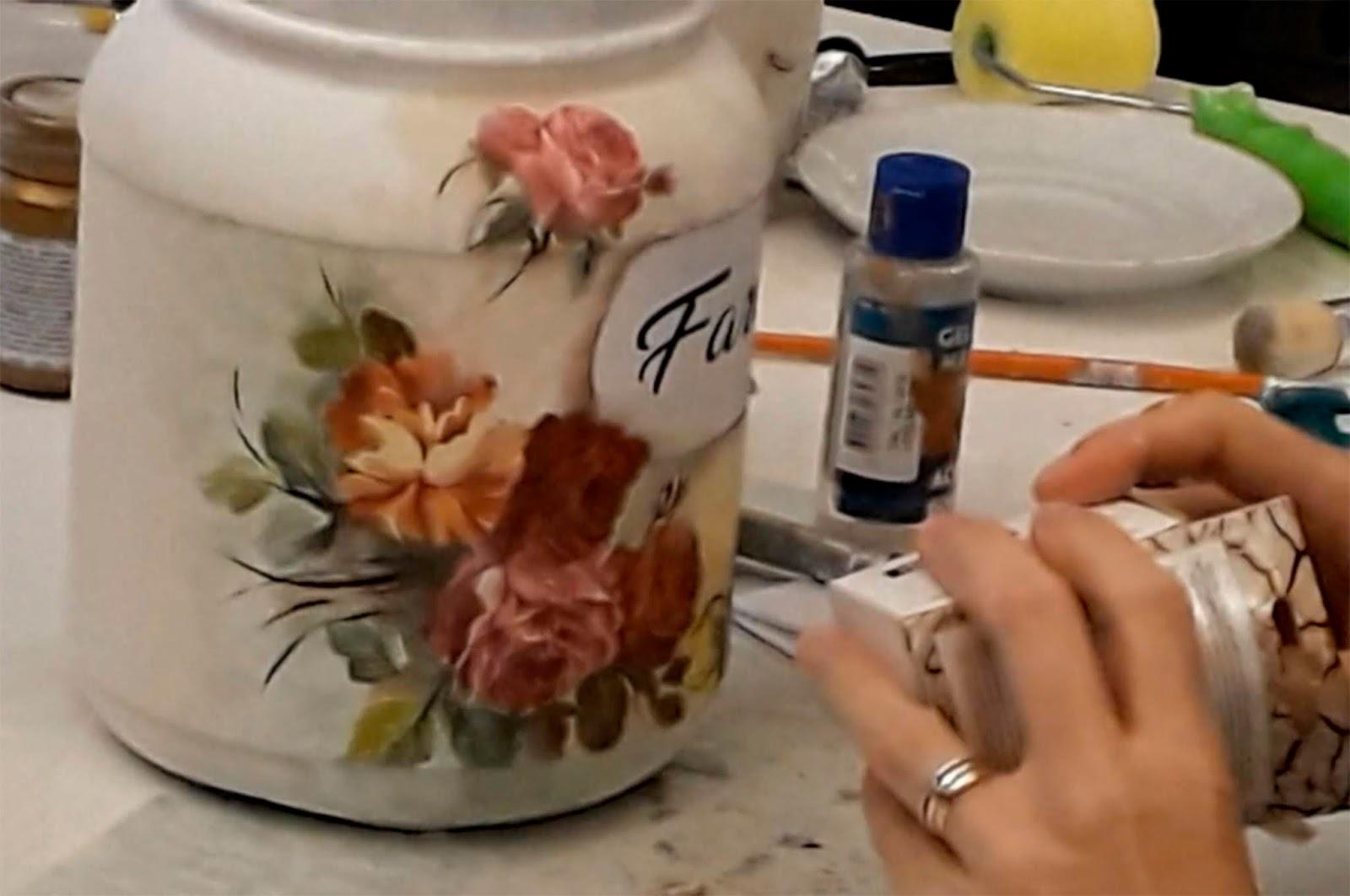 Potes de whay reciclados com arte