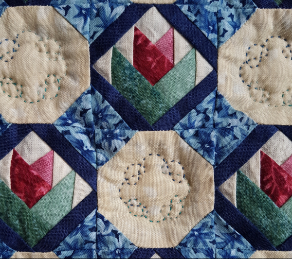 Mini tulip and spools quilt | DevotedQuilter.com