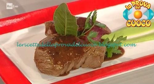 Filetto di manzo marinato alle erbe con crema di piselli ricetta Ricchebono da Prova del Cuoco