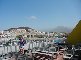 Vista del Puerto de los Cristianos desde el Ferry