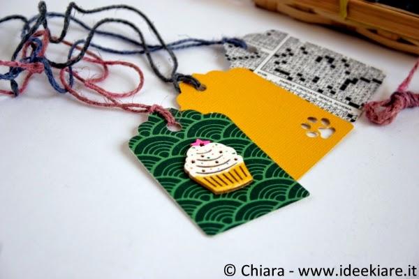 Bigliettini chiudipacco decorati con spago tinto con carta velina