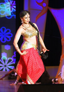 Pooja Kumar Dance Performance Pictures at Uthama Villain Audio Launch 8