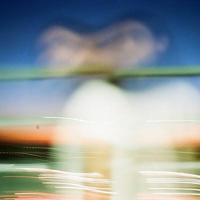 Ten Fé share new single 'Coasting'