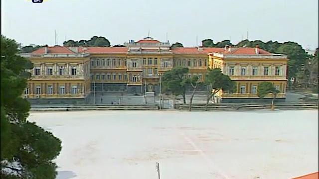 το ξερό γήπεδο ποδοσφαίρου  των ακαδημιών του παπάφειου