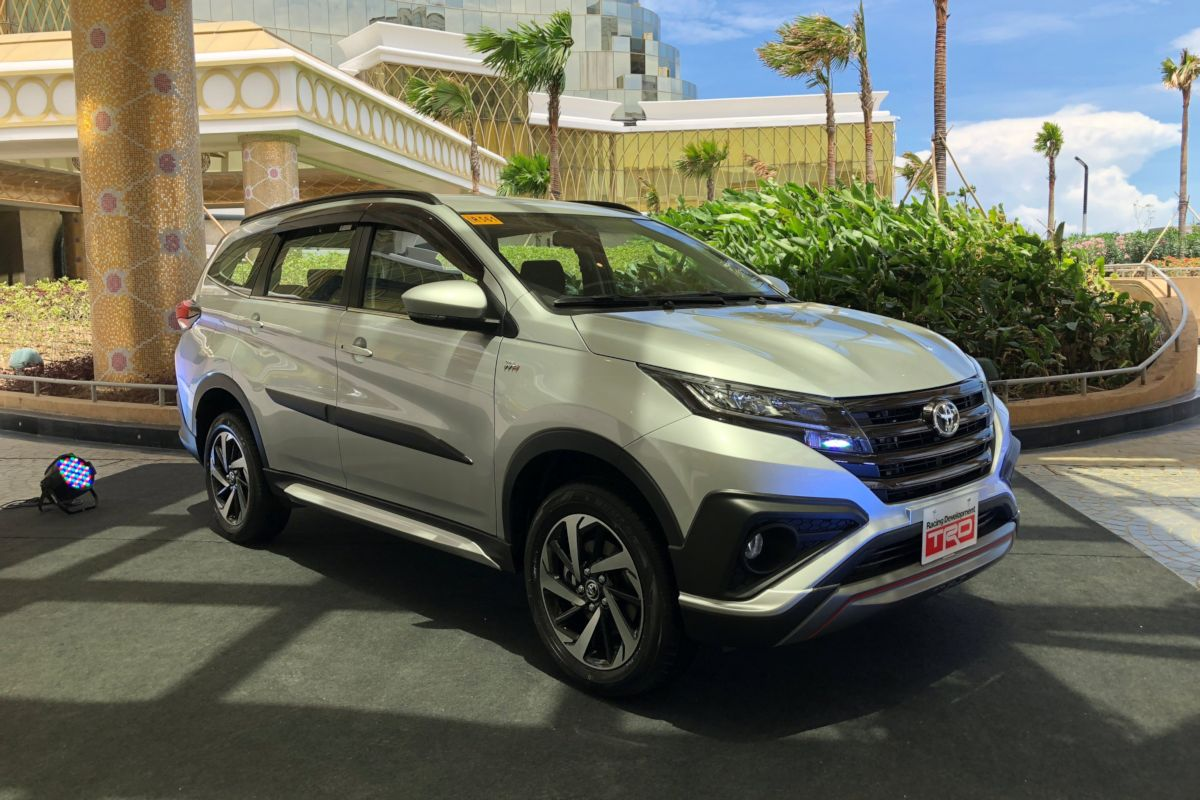 grand new avanza vs all rush harga veloz 2015 toyota motor philippines shakes up small suv segment with is officially throwing its hat into the ring market introduction of 2018 aiming to capture first time
