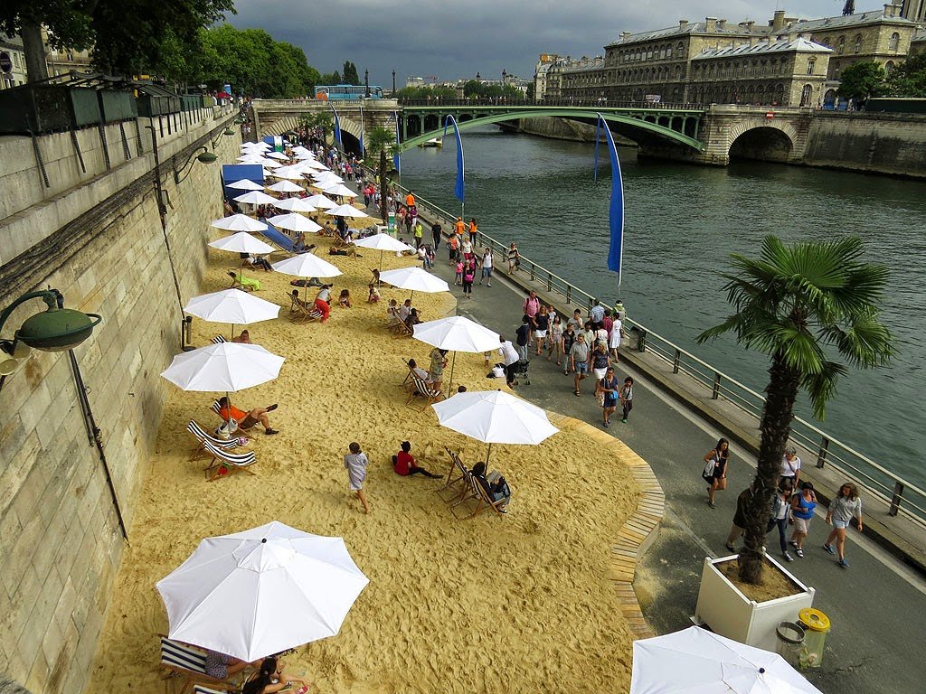 Temporary artificial beaches for Paris-Plages between Pont au Change and Pont Notre-Dame, Paris