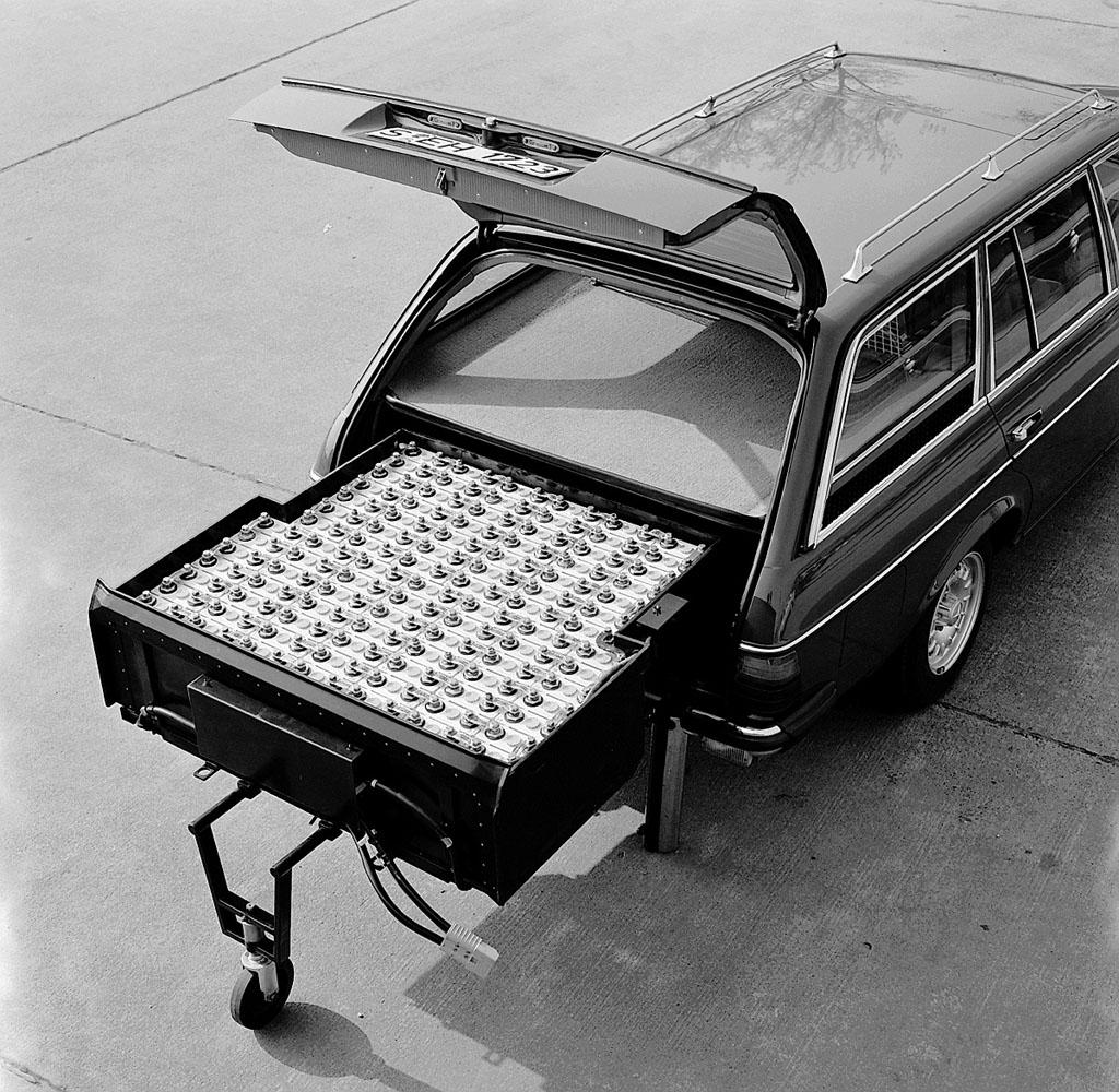Porelpiano: MERCEDES BENZ W123 Hybrid 1982