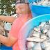 Prefeitura de Baixa Grande do Ribeiro distribui peixes a famílias carentes