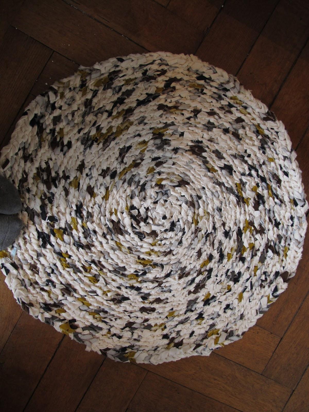 l 39 atelier d 39 enabis diy un tapis au crochet avec de la recup 39. Black Bedroom Furniture Sets. Home Design Ideas