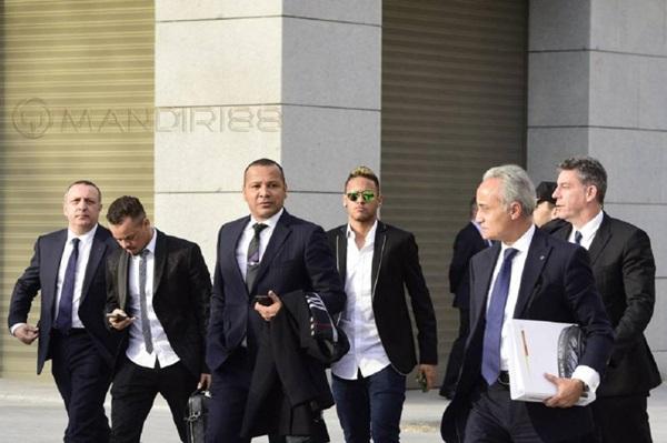 Ayah Neymar Kehilangan Kans Raup Ratusan Miliar Rupiah