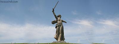 تمثال الوطن ينادي