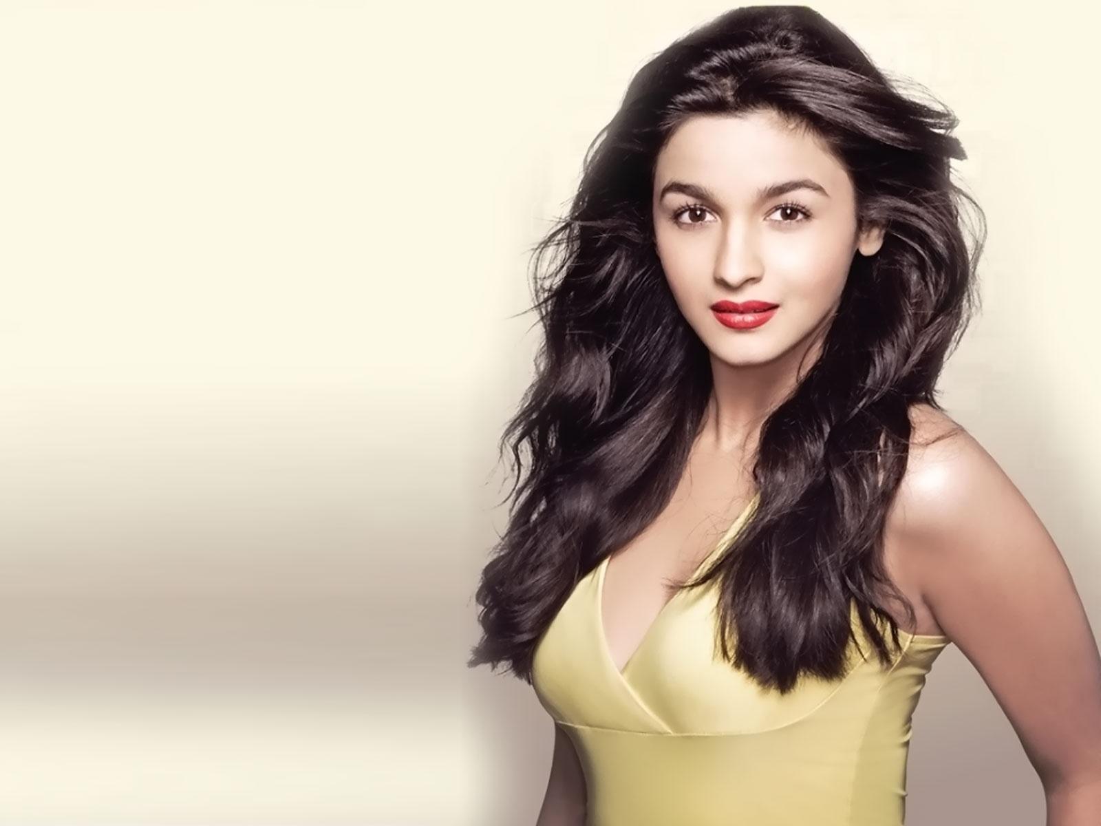 Pooja bhatt actress pic indian nude