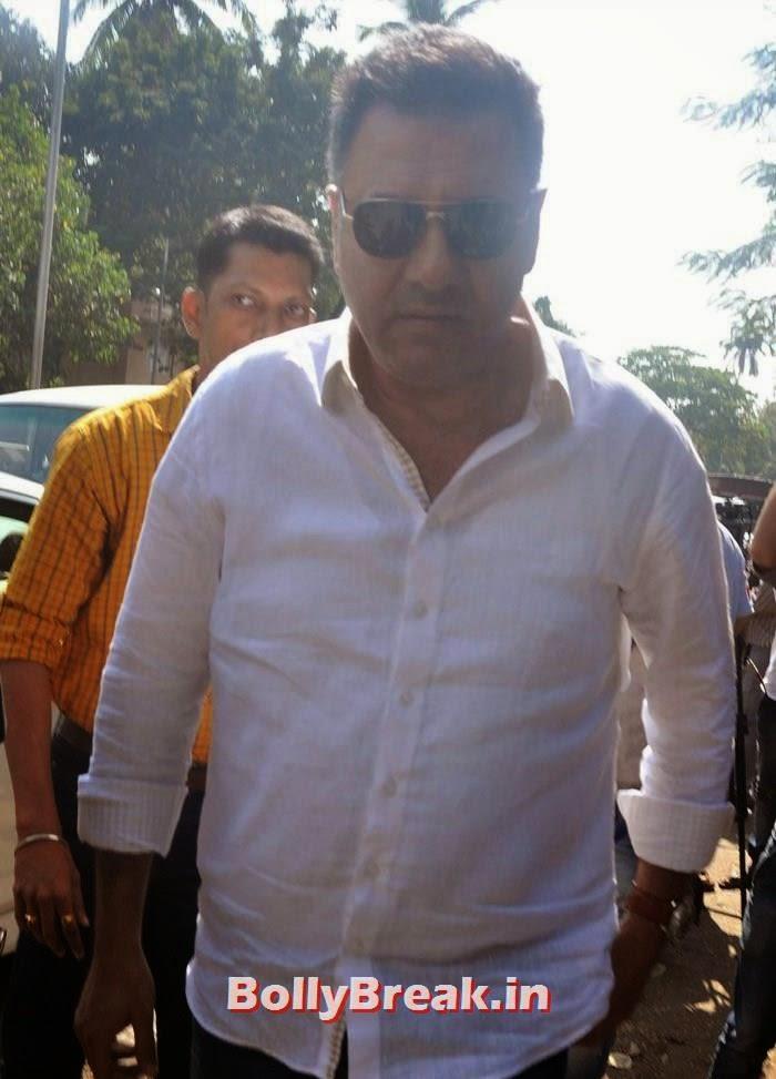 Boman Irani, Celebs Visit Ravi Chopra's Funeral