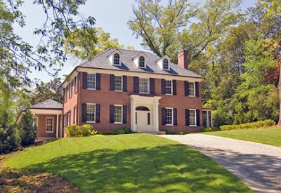 Love A Traditional Colonial Style Home The Red Brick Is So Clic It Will Never Look Dated And Something About These Homes Just Screams Americana