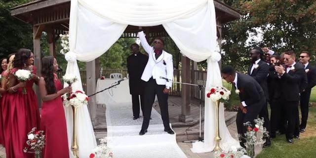 Entró a su boda con tema al purísimo estilo de'The Rock'