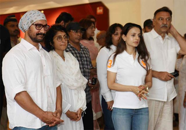 Celebs Attend Vinod Khanna Prayer Meet Photos