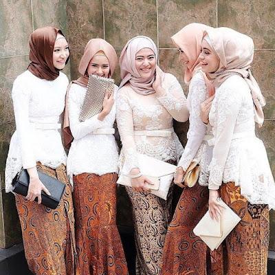model kebaya hijab muslim putih rok batik solo