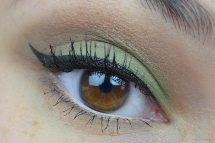 Make Up Factory Green MAT Friday Make-up Look
