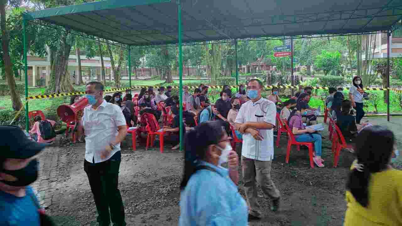 Kepolisian Daerah (Polda) Sumatera Utara menggelar Gebyar Vaksinasi Presisi Polri di Kampus Universitas Khatolik (UNIKA), Jalan Setia Budi, Kelurahan Tanjung Sari, Kecamatan Medan Selayang.