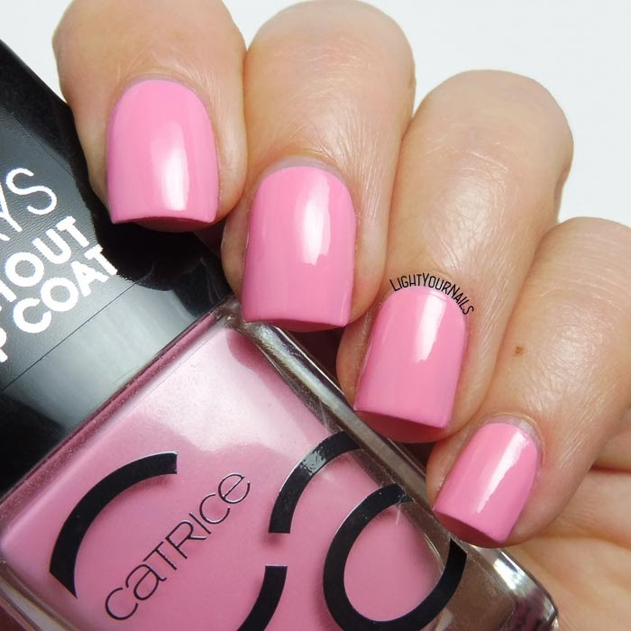 Smalto laccato rosa Catrice ICONails 30 Keep Calm And Pink pink creme nail polish #catrice #unghie #nails #lightyournails