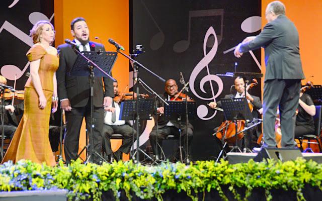 """El concierto """"La canción Lírica Dominicana"""" celebró el jueves por la noche el 46 aniversario de la Refinería Dominicana de Petróleo PDV (Refidomsa) en el Teatro Nacional Eduardo Brito."""