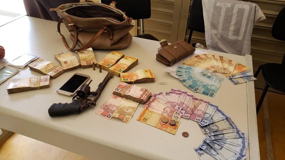 Ladrões são presos após assalto em posto de combustíveis em São João da Boa Vista