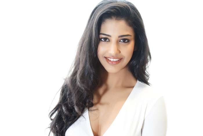 Actress Daksha Nagarkar Hot Photshoot Gallery
