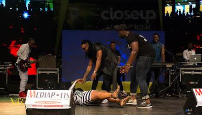 flavour nabania fan collapses and faints in ivory coast