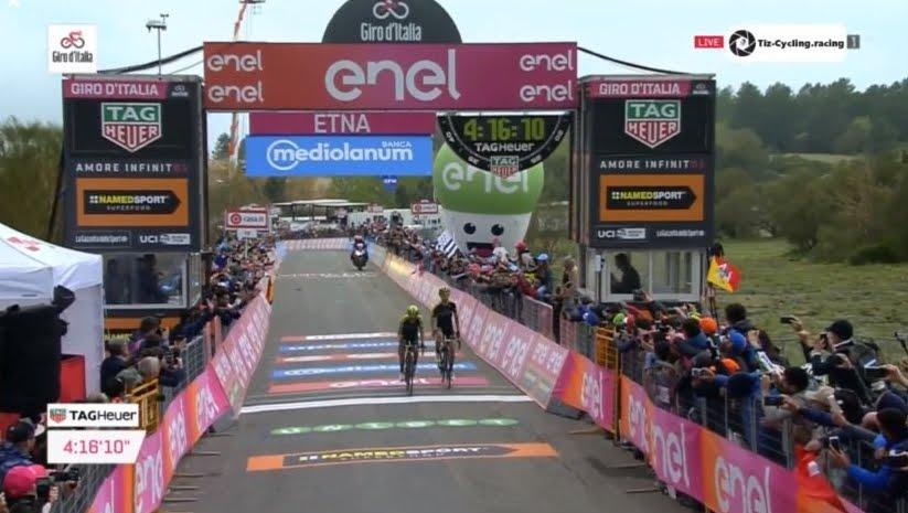 Giro 2018: il colombiano Chaves è primo sul Vulcano Etna, Yates diventa Maglia Rosa
