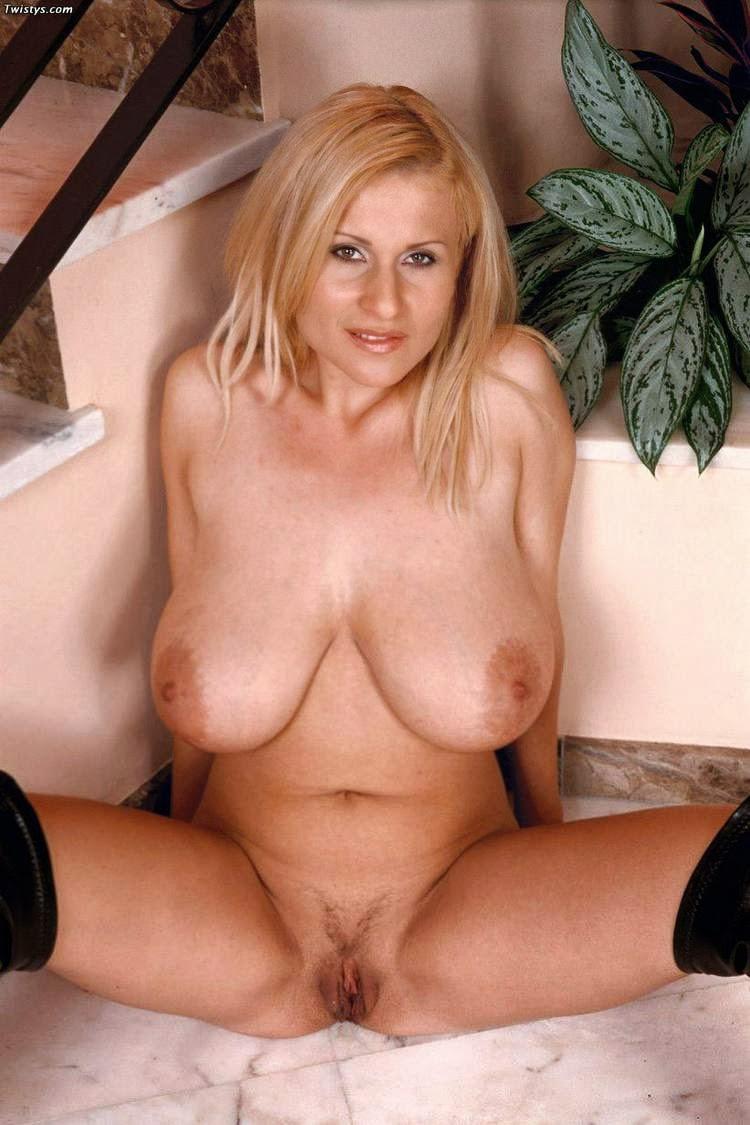 Nude amateurs milfs