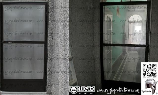 Regio protectores puertas mosquiteras instaladas en for Puerta mosquitera