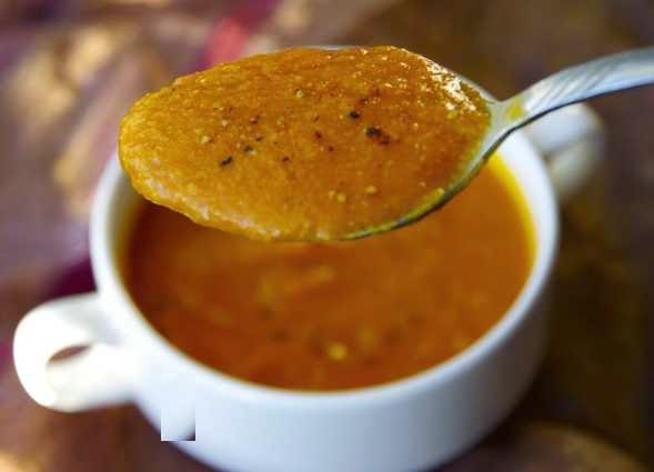 preparare reteta supa crema de rosii cu cartofi dulci si nuci caju