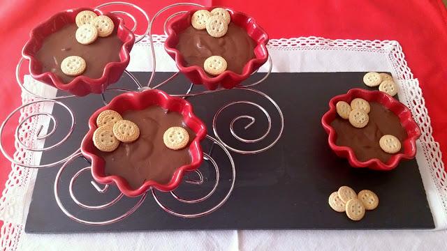 Natillas de chocolate con leche de soja y sin huevo Bebida vegetal Postre fresquito, sencillo, de verano, sin horno. Cuca