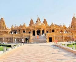 The main attraction in Gujarat's Gandhinagar is the Akshardham Temple of Swaminarayan. Akshardham Temple of Swaminarayan  in Gandhinagar is one of the largest and most important temples of Gujarat state. By the way, even now in Delhi, a huge Akshardham temple has been built. But the Akshardham Temple thing of Gandhinagar is different. A temple which is full of architecture which describes the cultural heritage of India. Due to being the largest temple in Gujarat, there is a wonderful temple. Akshardham Temple has become a major and popular attraction among devotees and tourists.