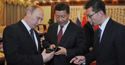 Putin'in Telefonu YotaPhone 2 Türkiye'de