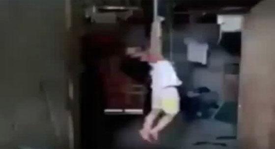 Video Sadis Orang Tua Hukum Bocah Dengan Digantung Ini Jadi Viral